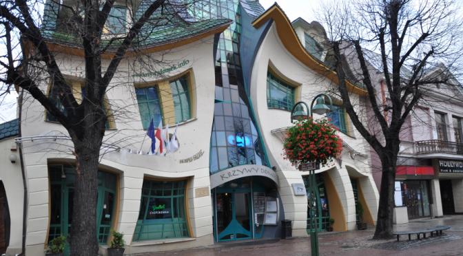 Ein bizarrer Touristenmagnet – das Krumme Häuschen im polnischen Sopot